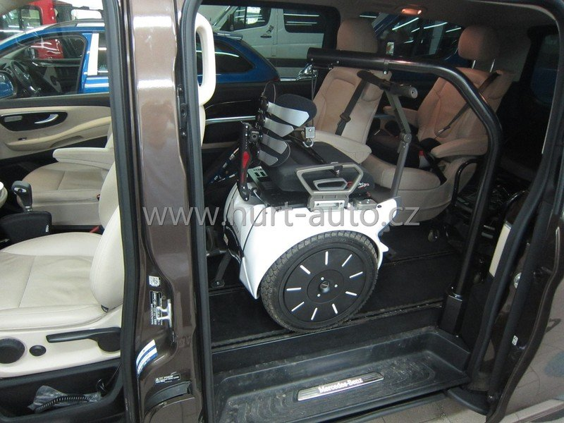 Mercedes - Benz V - side hoist